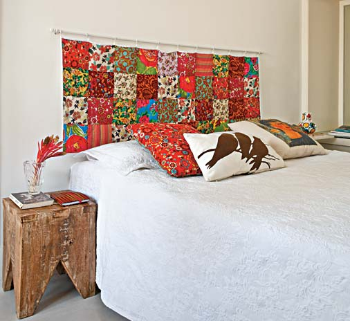 cabeceira_cama_box_usando_varao_de_cortinha_e_tecido_patchwork_colorido