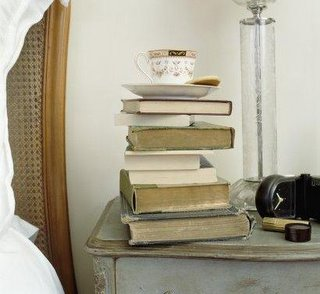 mesa_cabeceira_livros_0